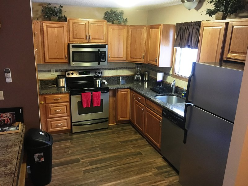New Kitchen - 4 Bedroom fits 2 families Walk to Slopes - Tannersville - rentals