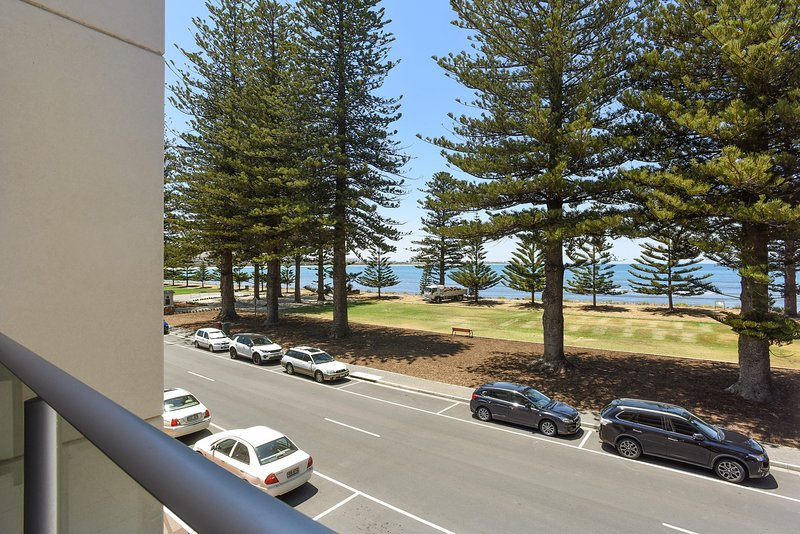 16 The Breeze - Sea Views Right in the Heart of Victor Harbor - Image 1 - Victor Harbor - rentals