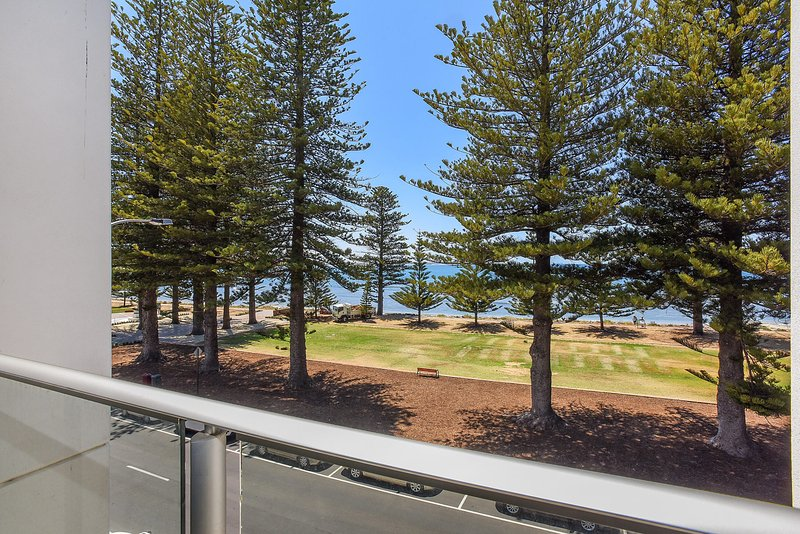 25 The Breeze - Sea Views Right in the Heart of Victor Harbor - Image 1 - Victor Harbor - rentals