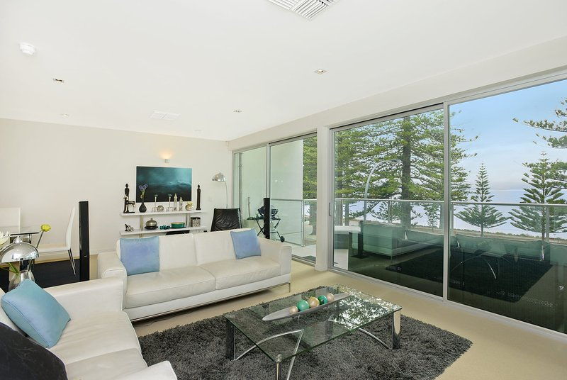 The Penthouse 26 The Breeze - Sea Views Right in the Heart of Victor Harbor - Image 1 - Victor Harbor - rentals