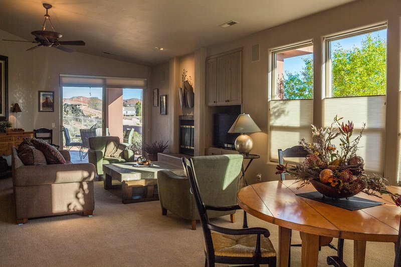 Great Room With Gas Fireplace, TV/DVD - Immaculate, Beautiful Entrada Home Gated Community - Saint George - rentals