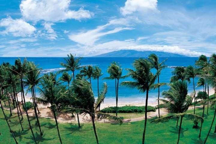 Views of beautiful Kapalau Bay and the outer islands of Molokai and Lanai. - Coconut Grove Villa - Kapalua - Kapalua - rentals