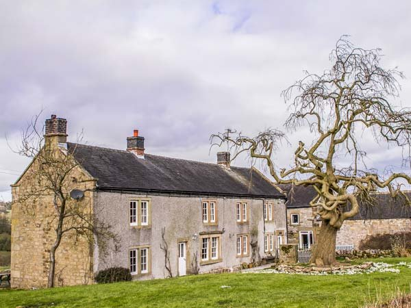 LOWFIELDS FARM, farmhouse with woodburner, parking, garden, near Bakewell, Ref 914070 - Image 1 - Middleton By Youlgreave - rentals