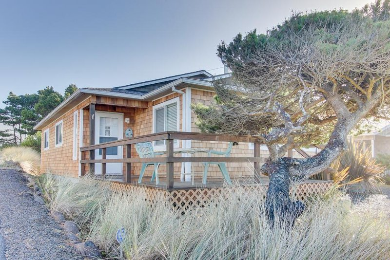 Casual house w/ ocean view, just steps away from the beach! - Image 1 - Rockaway Beach - rentals