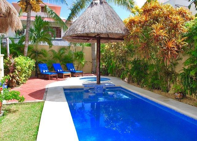 CHARMING STUDIO, WALK TO BEACH & TOWN, AC, BIKES, POOL, BEACH CHAIRS, PLUS! - Image 1 - Puerto Morelos - rentals