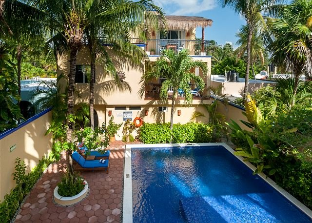Balcony overlooking the pool, peaceful apartment with great amenities - Image 1 - Puerto Morelos - rentals