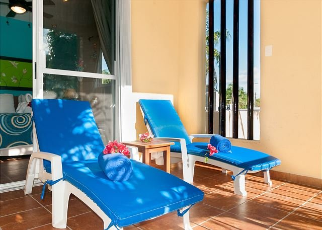 Large, very popular, airy apartment with kitchen and shaded private balcony - Image 1 - Puerto Morelos - rentals