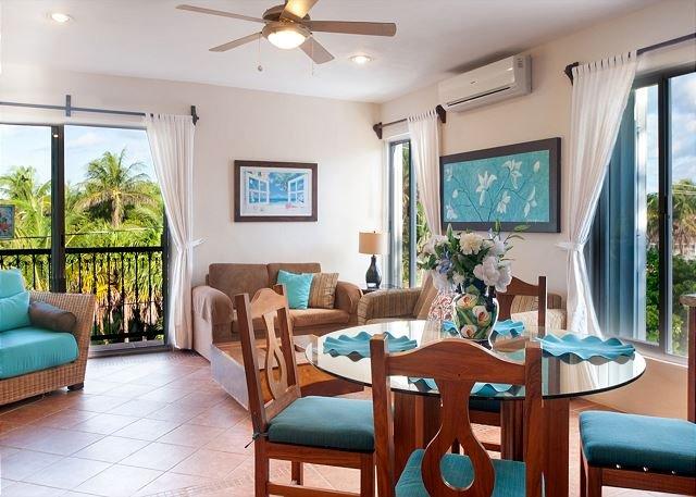 Large living room with breeze and sunlight - Large modern 3rd floor apartment, fresh breeze, huge deck overlooking pool - Puerto Morelos - rentals