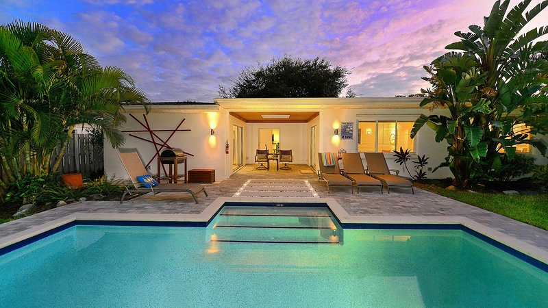 Architectural beauty - Tulip House - 1 mile to Siesta Key - Sarasota - rentals