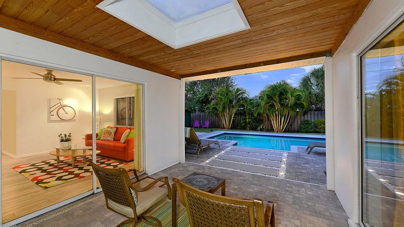 enjoy your early morning with a cup of coffee right here..... - Tulip House - 1 mile to Siesta Key - Sarasota - rentals
