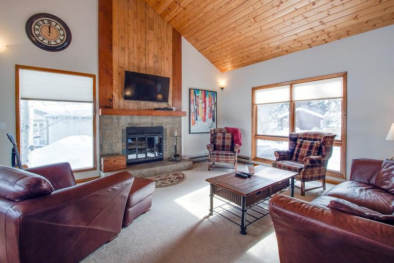 Dog-friendly home with a relaxing outdoor deck and mountain views! - Image 1 - Avon - rentals
