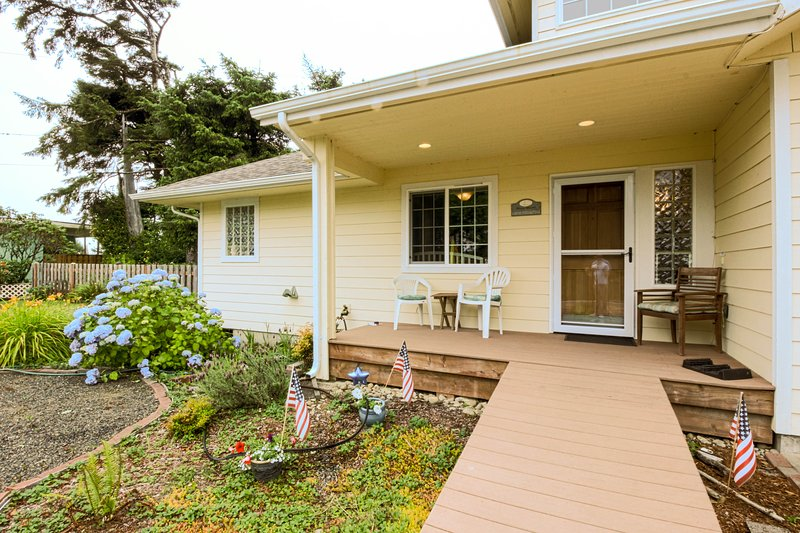 Welcome to Coastal Breeze Cottage.   - Coastal Breeze Ocean Views - Rest, Relax & Unwind - Moclips - rentals