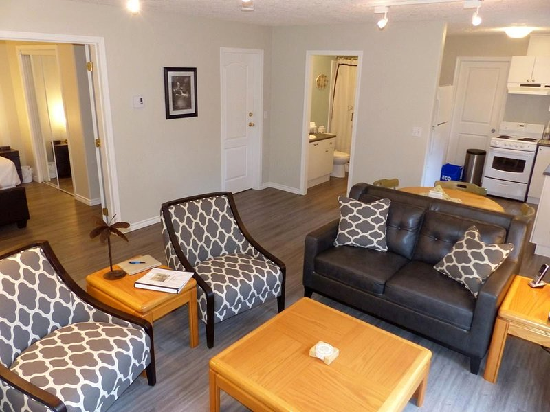 Open plan living, dining, and kitchen rooms. Recently renovated in the summer of 2016. - 1 Bedroom Victoria Vacation Suite Close to RRU - Victoria - rentals