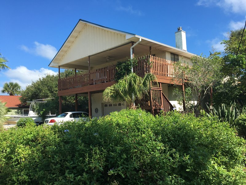 Curb side, half a block from the ocean. Quiet neighborhood - 2 bedroom garden apt 1/2 block from ocean - Saint Augustine - rentals