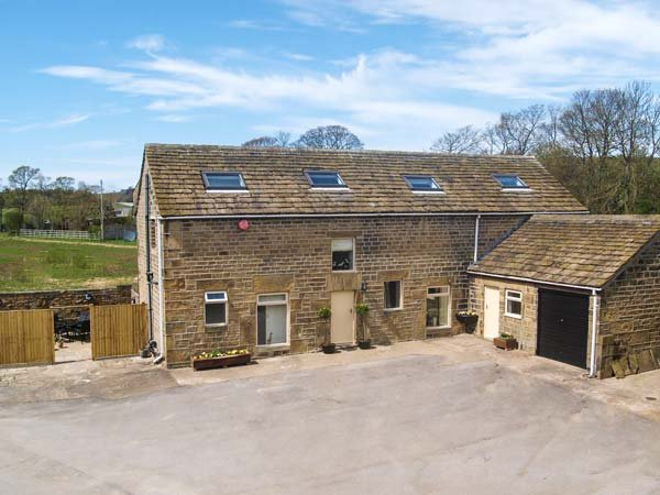 BULLACE BARN, detached stone-built cottage, family and pet friendly, in - Image 1 - Holmfirth - rentals