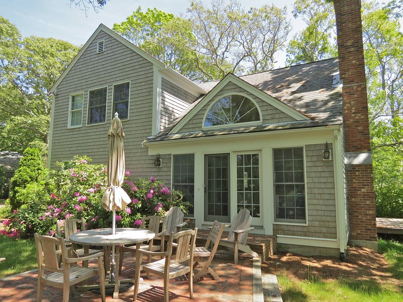 Beautifully appointed and equipped home sleeps 8-9 in two structures with 3 full baths. Very private lot abutting tidal marsh and distant views of Cape Cod Bay, under 0.5 miles to Skaket Beach - New & upscale w/ guest house, walk to Skaket:046-O - Orleans - rentals