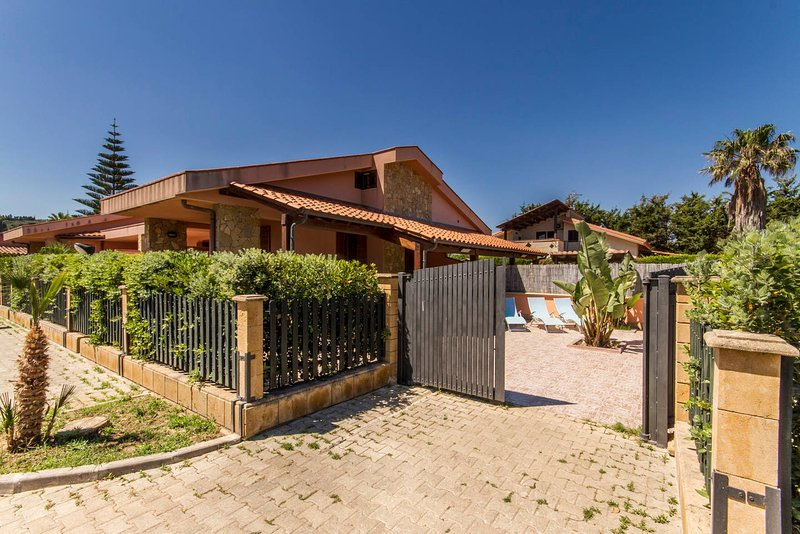OFFER MAY ! VILLA MEDITERRANEAN WITH GARDEN AND TERRACE ONLY 35 METERS FROM SEA - Image 1 - Cefalu - rentals