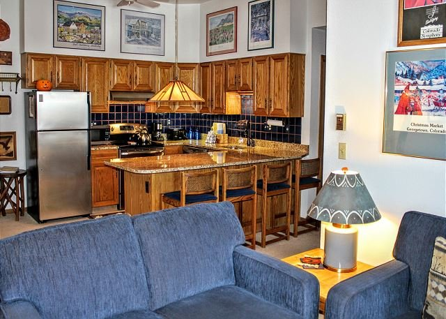 BV104DD Nice Condo with Elevator access, King Bed, Wifi, Fireplace, Clubhouse - Image 1 - Silverthorne - rentals