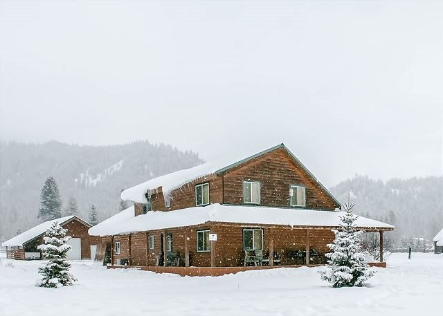 Alpine Acres blanketed in snow - 20 min to Leavenworth. 34 min to Stevens Pass. Sleeps to 12. - Leavenworth - rentals