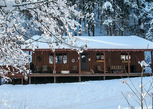 Bear Paw blanketed in snow - Bear Paw~A Cozy 2 bedroom, hot tub, 5 minute drive to Village of Leavenworth - Leavenworth - rentals