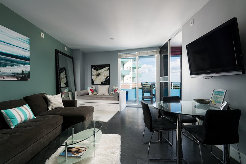 Modern living room - South of Fifth 1-BD Ocean View Suite-Gorgeous Views! - Miami Beach - rentals