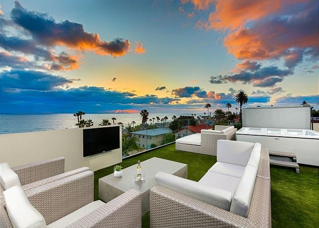 Hot Tub, Wet Bar, Barbecue, Refrigerator, and Freezer on Roof Top Deck with Expansive Views of the Ocean. - Expansive White Water Views of Pacific Ocean and Windansea Beach - La Jolla - rentals