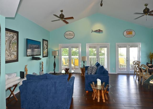 Gorgeous & spacious open layout with balcony access. Casa Key West is located above a restaurant in Duval Square. - Casa Key West - Updated Duval St Condo w/ Pool Access & Private Parking - Key West - rentals
