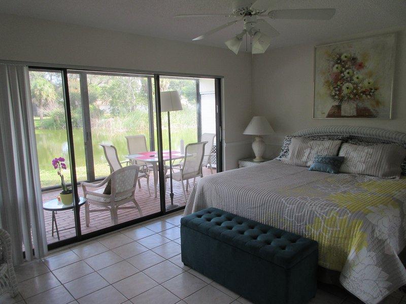 Master bedroom, lanai and the lake in the background. - Lakeside LosLagos LeisureVacation Rental Sarasota - Sarasota - rentals