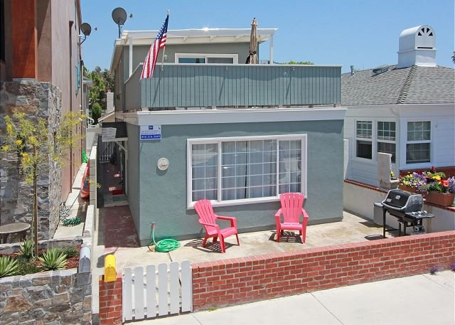 Bayside Home, Patio, Rooftop Deck - Walk to Balboa Pier and Fun Zone! (68262) - Image 1 - Newport Beach - rentals