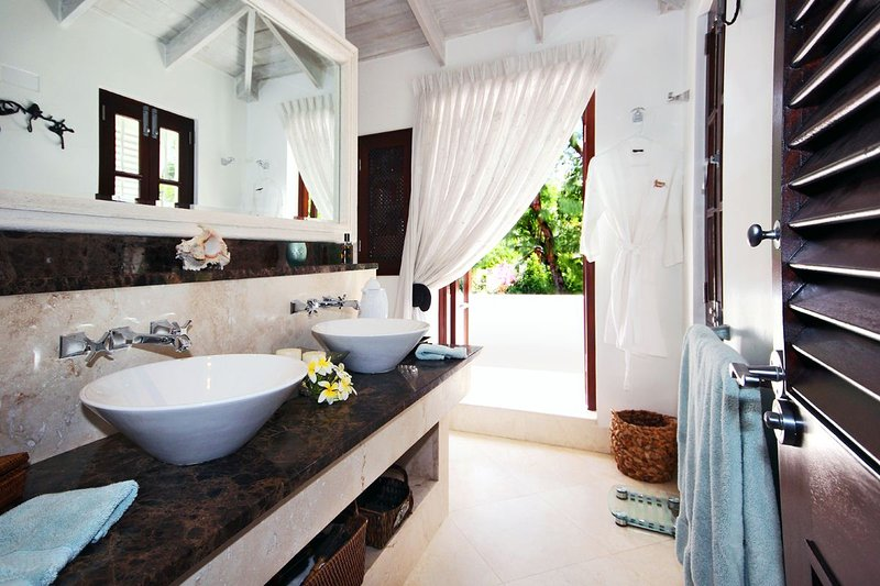 Harmony House - En Suite Master Bathroom - Harmony House - Highly Private and Comfortable - Saint Peter - rentals
