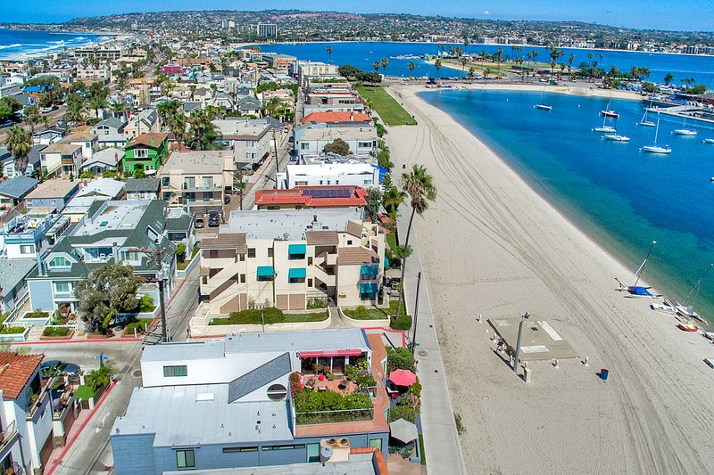 On the water in Mission Beach! - 2 BEACH FRONT Townhomes 6br+6ba!!! - Pacific Beach - rentals
