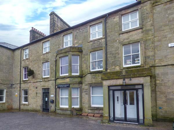 13 EAGLE PARADE, apartment, two bedrooms, WiFi, wheelchair friendly, in Buxton - Image 1 - Buxton - rentals