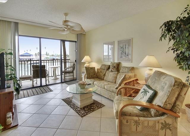 Living Area - Land's End #202 building 3 - Bay Front - Treasure Island - rentals
