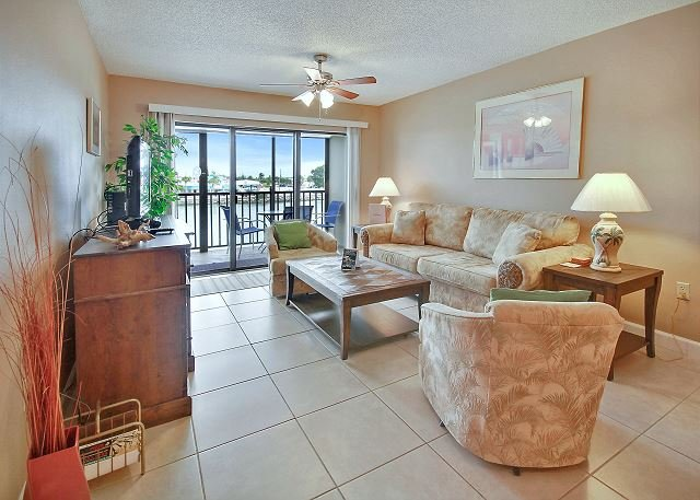 Living Area - Land's End #205 building 3 - Bay Front - Treasure Island - rentals