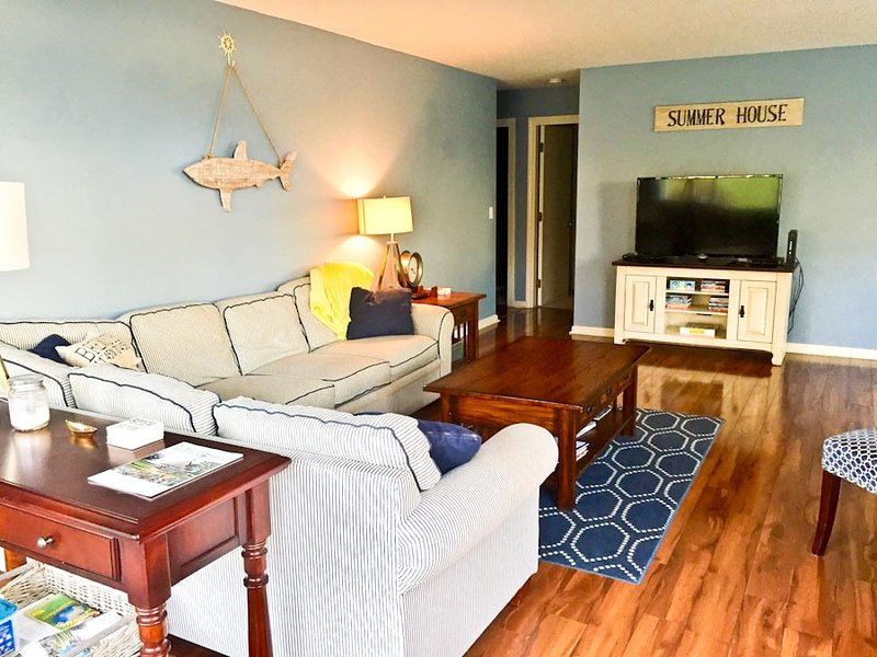 Living area - Ocean Edge Close to Arbor Pool - Sleeps 8 with A/C - EN0008 - Brewster - rentals