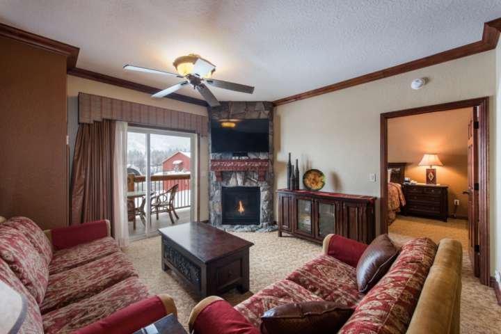 Living area with queen sleeper sofa, fireplace, 55 inch TV - Westgate 1 Bedroom Suite Platinum Woods - Park City - rentals