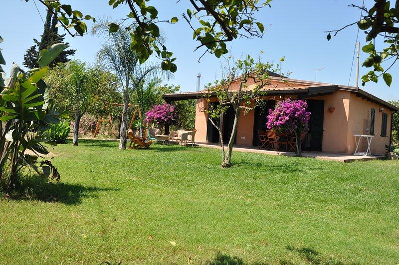 Giardino di Limoni, Eco-friendly, in a wide garden 350 mt from the sea, wi-fi - Image 1 - Noto - rentals