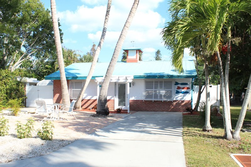 1/26: - Adorable Pet Friendly 2 BR Updated Island Cottage with screened lanai and brand - Fort Myers Beach - rentals