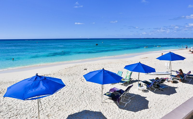 Beautiful 1Bed on Beach Cayman Reef 36 - Image 1 - Seven Mile Beach - rentals