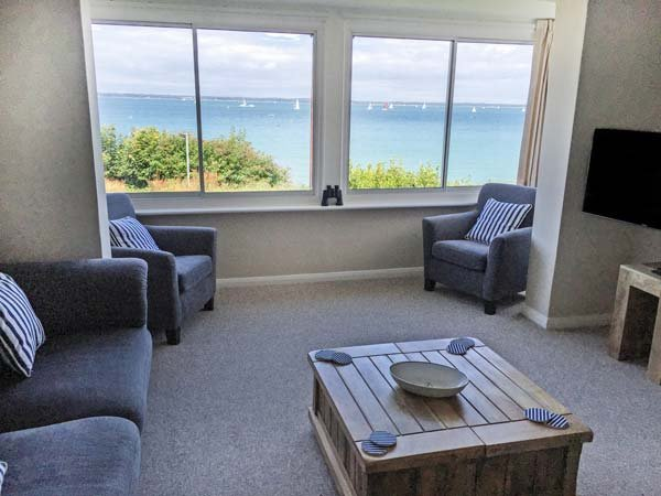 ST DAVIDS, detached, sea views, off road parking, garden, in Yarmouth, Ref 915613 - Image 1 - Yarmouth - rentals
