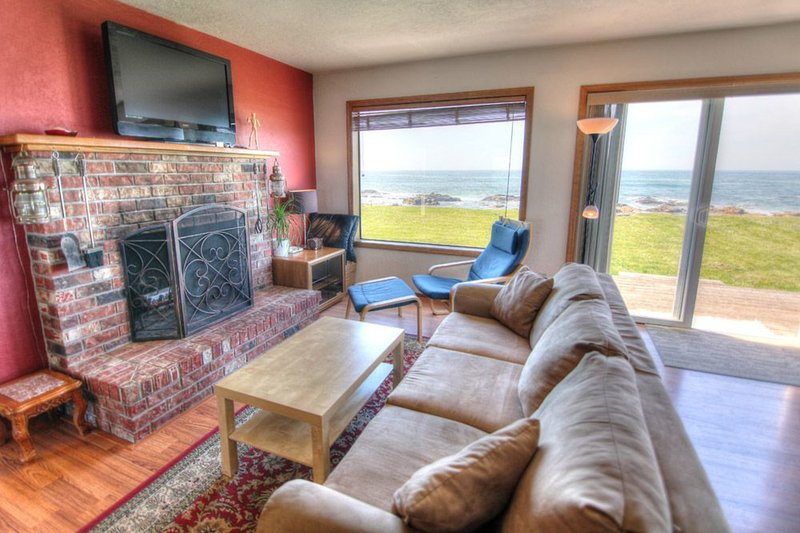Oceanfront with Hot Tub at Beyond the Sea! FREE NIGHT! - Image 1 - Yachats - rentals