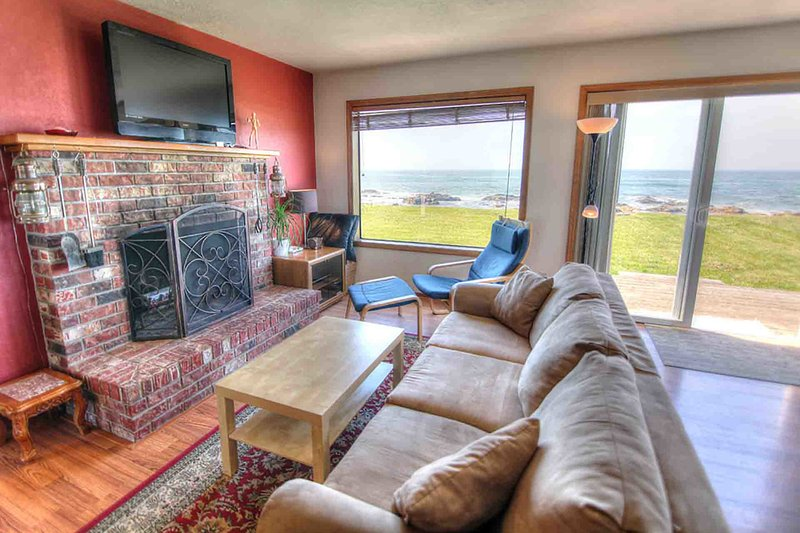 Oceanfront with Hot Tub at Beyond the Sea! - Image 1 - Yachats - rentals