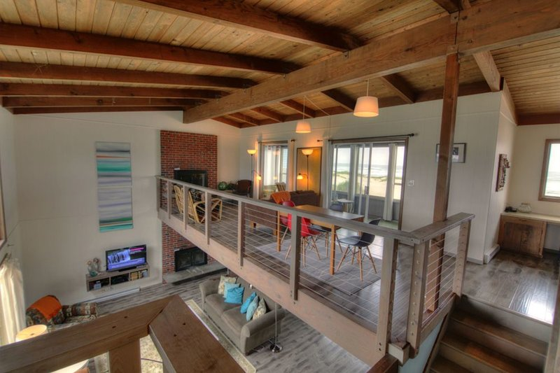 The Pacific Chart House Sits Right on a Sandy Beach! FREE NIGHT! - Image 1 - Waldport - rentals