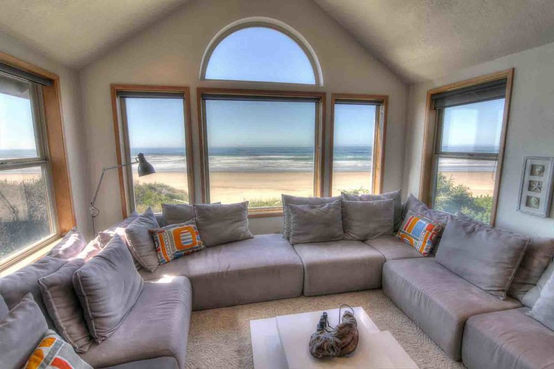Oceanfront Home on Miles of Sandy Beach! Hot Tub / Game Room! - Image 1 - Yachats - rentals