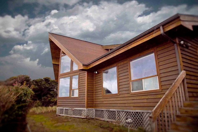Ocean Front Home on a Sandy Beach! - Image 1 - Yachats - rentals