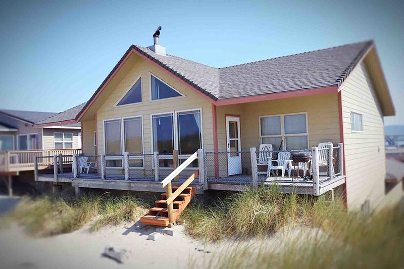 Oceanfront Home with Sandy Beach Right Out Your Door!  FREE NIGHT! - Image 1 - Waldport - rentals