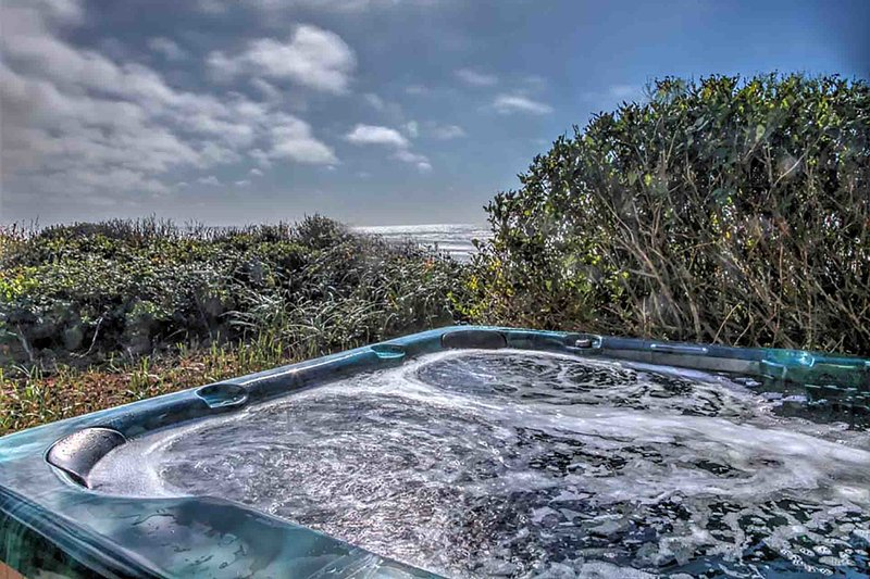 Ocean Front Home With Hot Tub On Miles Of Sandy Beach! FREE NIGHT! - Image 1 - Yachats - rentals