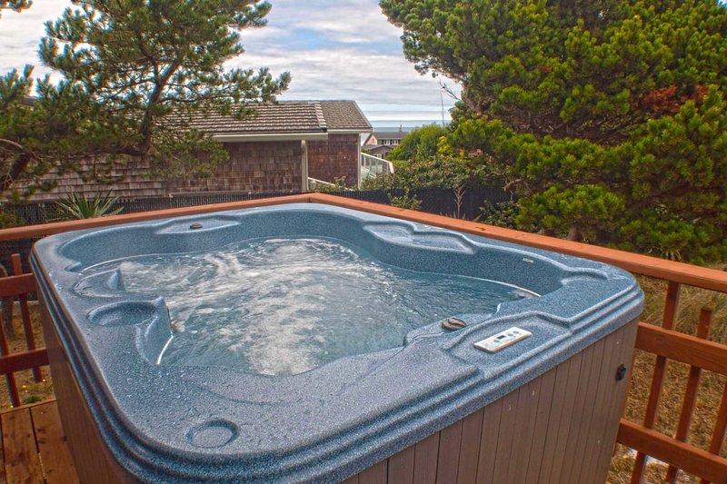 Short Walk To A Sandy Beach! Hot tub! Ocean View Deck! - Image 1 - Waldport - rentals