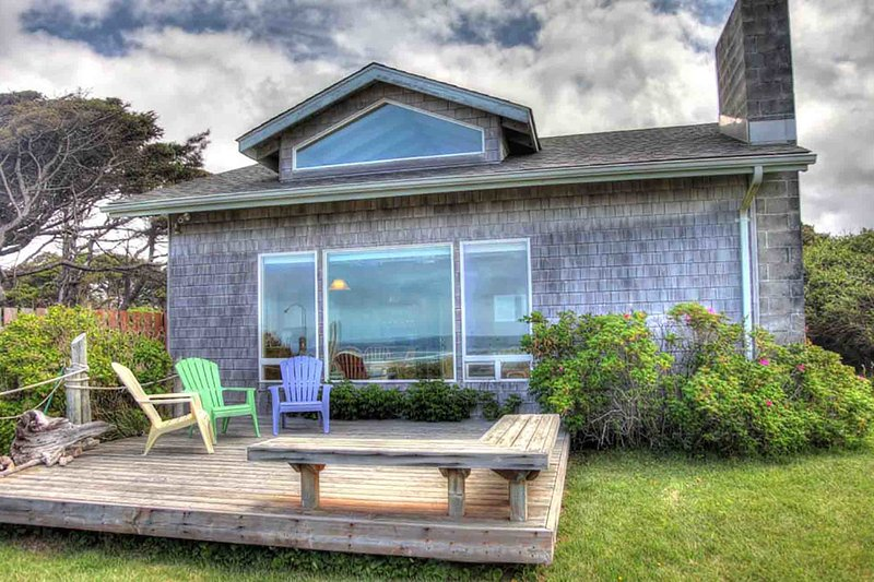 Ocean Front Cottage on a Sandy Beach! FREE NIGHT! - Image 1 - Yachats - rentals