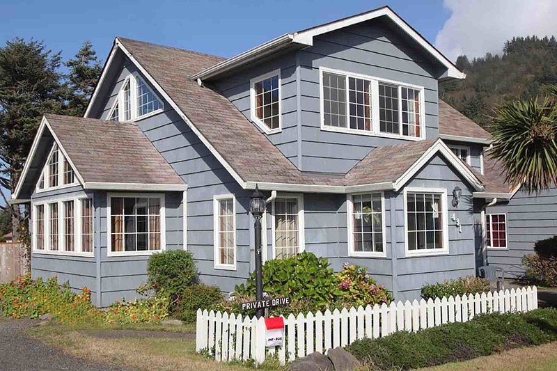 Yachats Landmark Home with Ocean View! FREE NIGHT! - Image 1 - Yachats - rentals